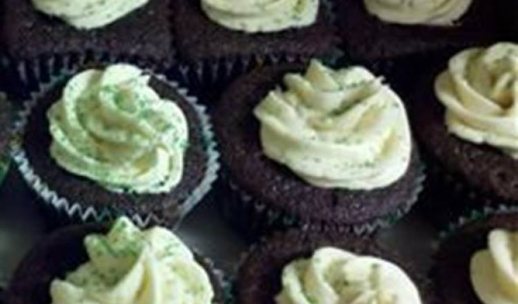 Chocolate Beer Cupcakes With Whiskey Filling And Irish Cream Icing